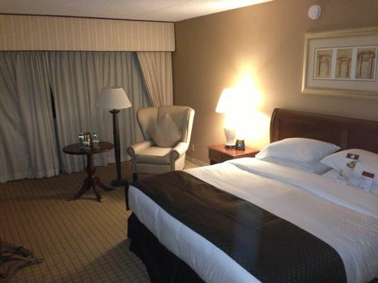 DoubleTree by Hilton Hotel Newark Airport : doubletree king hhonors room
