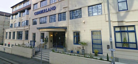Cumberland Hotel: entrance to hotel