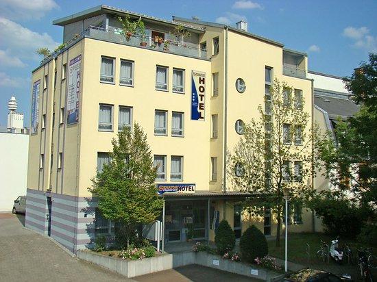 Senator Hotel Frankfurt : Aussenansicht