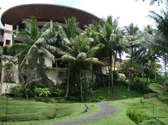 Four Seasons Resort Bali at Sayan: Looking back at the Lobby