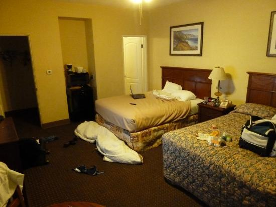 Pacific Shores Inn: bed