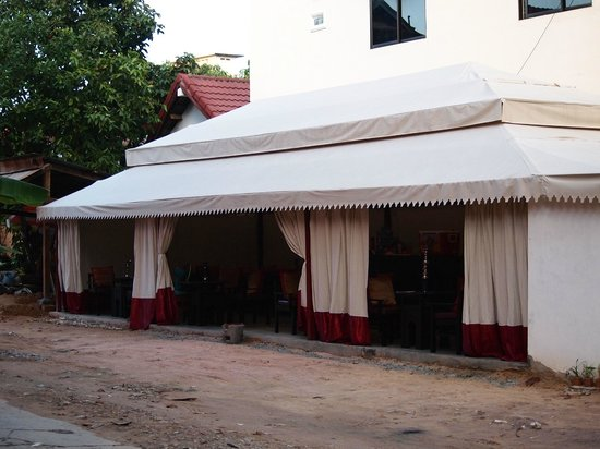 Nomad Shisha Bar: Front view of the new location of the bar