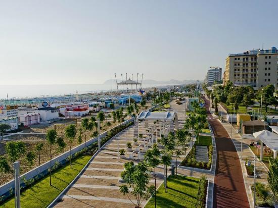 La Residenza : Il nuovo Lungomare a 50 m dall' hotel