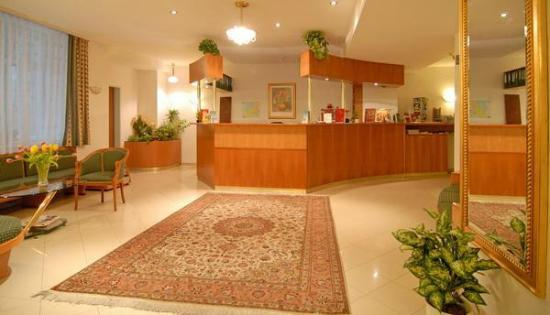 Hotel Pension Arian: Rezeption/Lobby