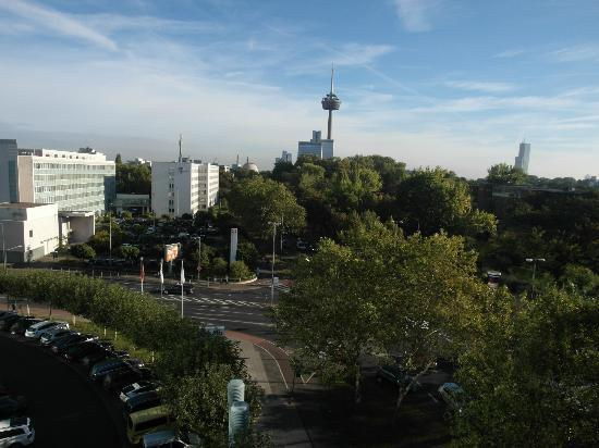 Park Inn by Radisson Koeln City West: UFO ?