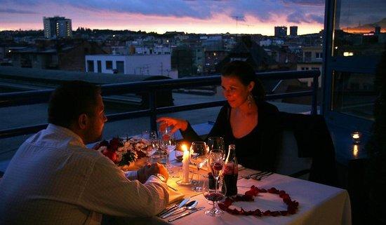 Sunset restaurant : Romantic dinner