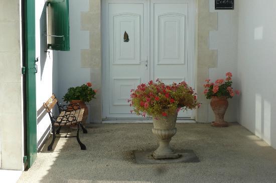 "Le Clos Rhéa : The private entrance to ""Corail"""