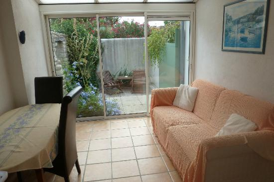 Le Clos Rhéa : Our ground floor lounge area