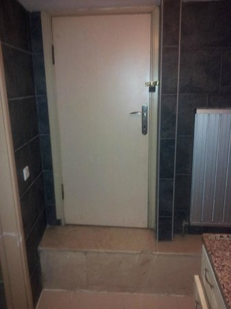 Hot Suites Taksim:                                     Puerta a donde ??                                   