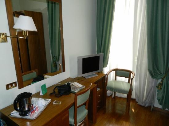 Albergo Cesari: Sitting area/TV