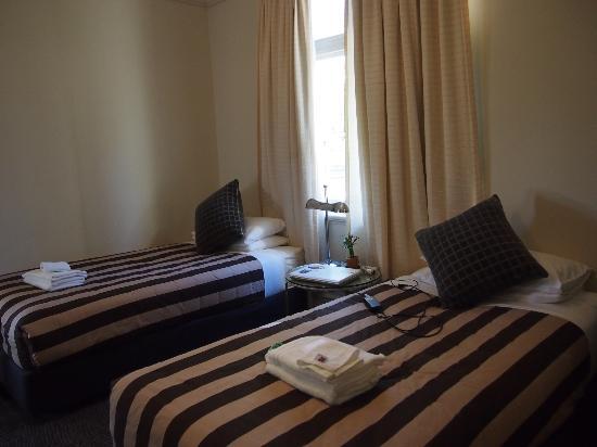 Neutral Bay Motor Lodge: ホテルの部屋(バスルーム付)