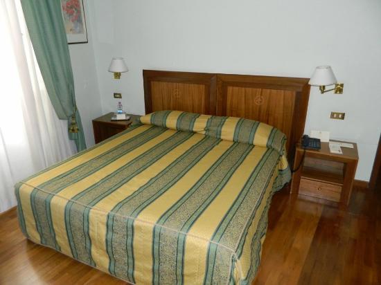 Albergo Cesari: Another view of the bedroom