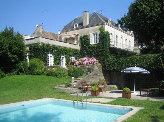 L'Orangerie: The house seen from the pool