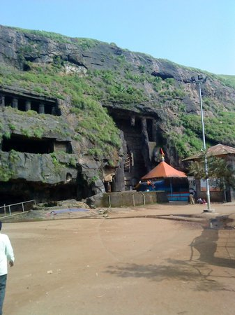 Lonavla, India: Ekbeera temple in front of chaitya griha Karla