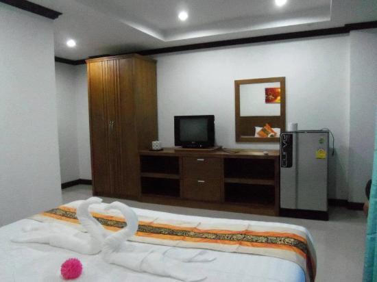 Baan Suwan Guesthouse: room