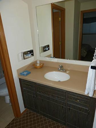 Anaco Bay Inn: baño en villa