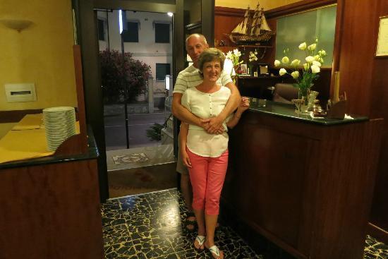 Hotel Candido : на ресепшн отеля Candido в прекрасном настроении