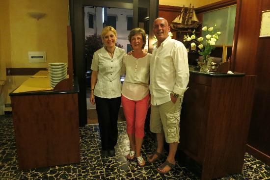 Hotel Candido: На ресепшн, прощаемся с гостеприимными управляющими отеля Антонеллой и Франческо