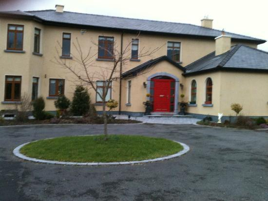 Cahergal Farmhouse: We took this picture as we just arrived.