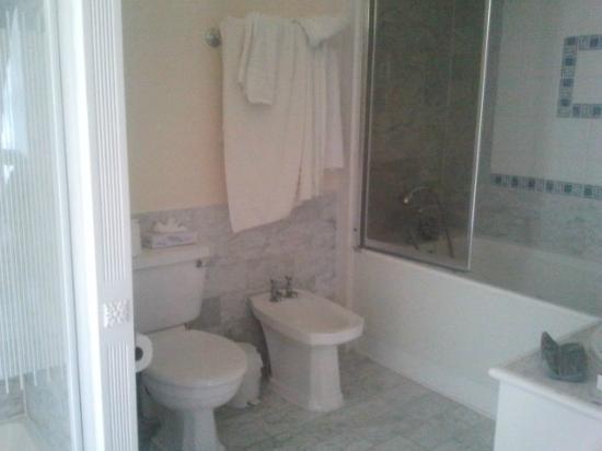 Manor Of Groves Hotel: il nostro bagno
