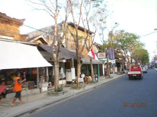 Kuta Beach - Bali: jalan di daerah kuta