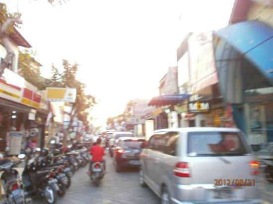 Kuta Beach - Bali: suasana in kuta area jam 4 sore