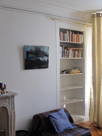 Les Toits du Marais : Bibliothèque chambre Victor Hugo