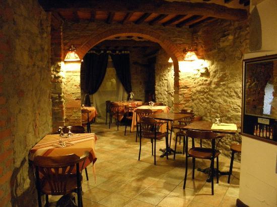 Fox's Inn: Dining