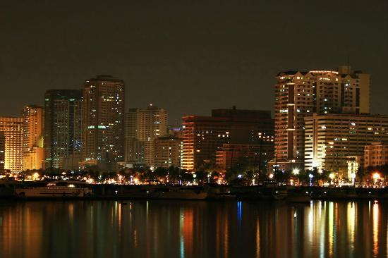 Sofitel Philippine Plaza Manila: View of Manila at Night