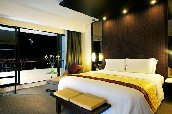 Sofitel Philippine Plaza Manila: Sofitel Suite