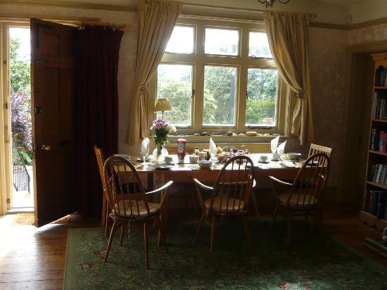 Rhododendron House B&B: Breakfast room