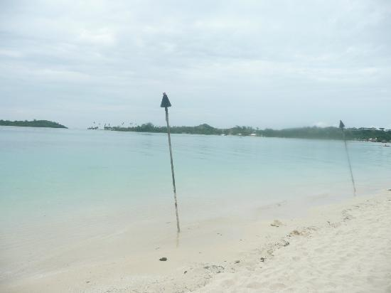 Plantation Island Resort: beach