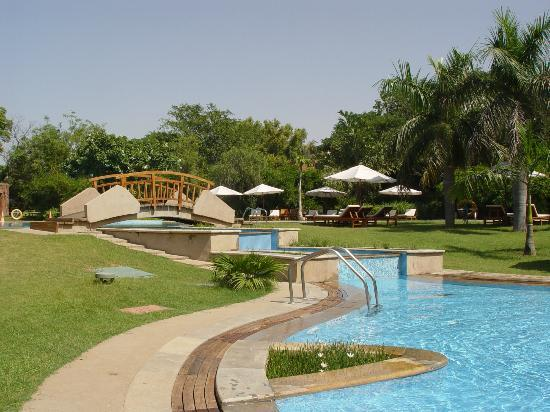Westin Sohna Resort and Spa: View of the pool