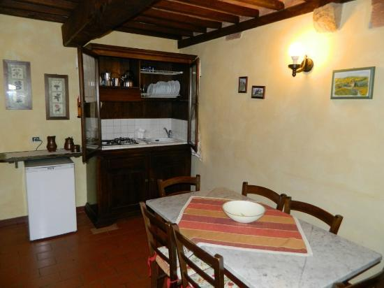Agriturismo La Fonte: The kitchen area