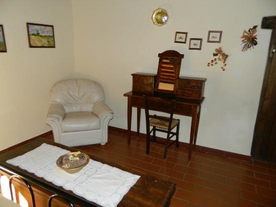 Agriturismo La Fonte: Another view of the master bedroom