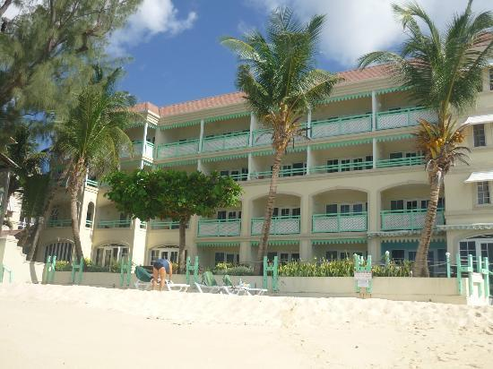 Coral Mist Beach Hotel: view of hotel from beach
