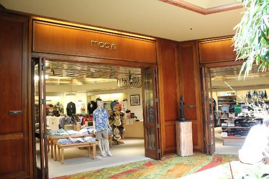 Hyatt Regency Maui Resort and Spa: Shopping mall on resort property