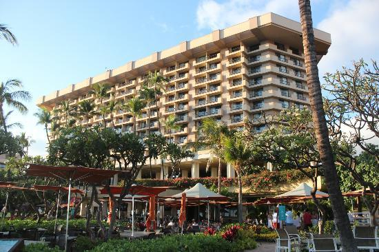 Hyatt Regency Maui Resort and Spa: Hotel from by the beach
