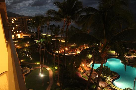 Hyatt Regency Maui Resort and Spa: Night view from room