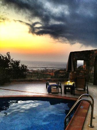 Amygdalia Villas: the sunset