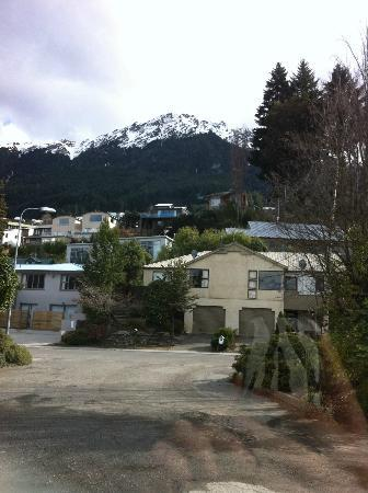 Mercure Resort Queenstown: View from the hallway outside of our room