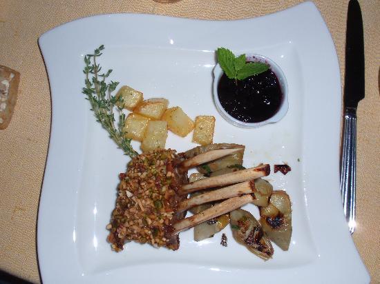 Ristorante Sostaga: rack of lamb with pistachio crisp
