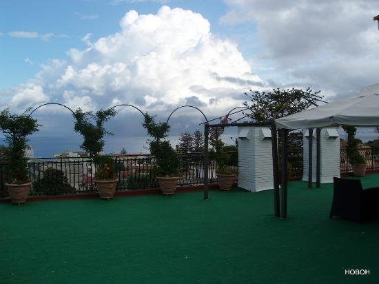 Majestic Palace Hotel: Roof top balcony with nice sea view