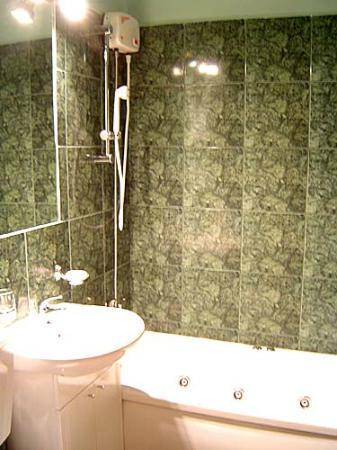 Cristal Accommodation: Bathroom