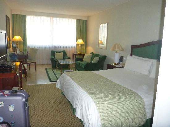 InterContinental Athenaeum: spacious room