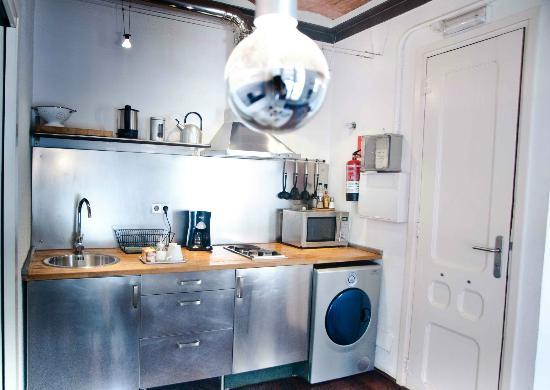 Barceloneta Suites: fully equipped kitchen