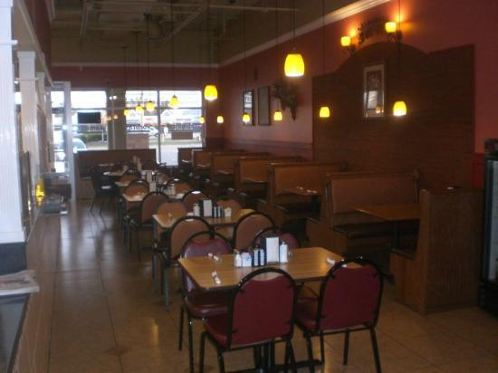 Romira's City Grill: Very open Dining area