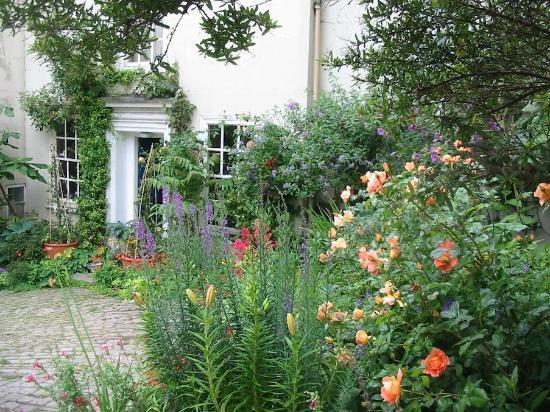 Church Gates: Front garden