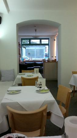 Max Hotel Garni: Breakfast room