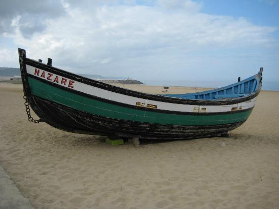 Miramar Hotel & SPA: Fishing boat on Beach